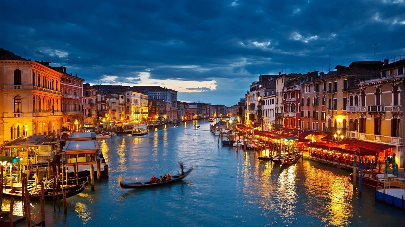 ヴェネツィアの美しい夜 家 ボート 川 デスクトップの壁紙 1366x768 壁紙をダウンロード Ja Hdwall365 Com